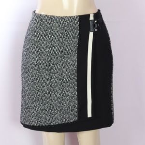 WHITE HOUSE BLACK MARKET MIXED MEDIA SKIRT 6